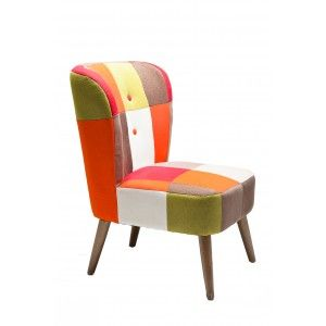 een zeer opvallende stoel waarvan de bekleding meer opvalt dan het model.
