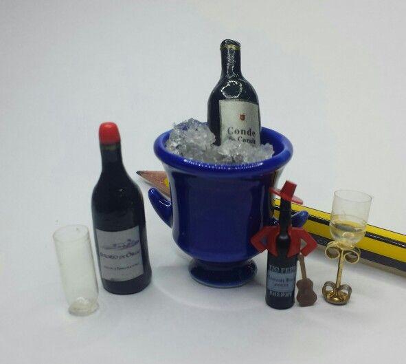 Botellas de vino en miniatura