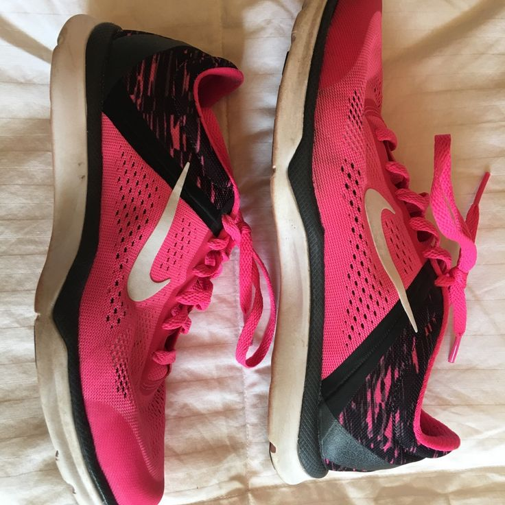 Nike Shoes | Nike Training In Season 5 Running Shoes | Color: Black/Pink | Size: 6