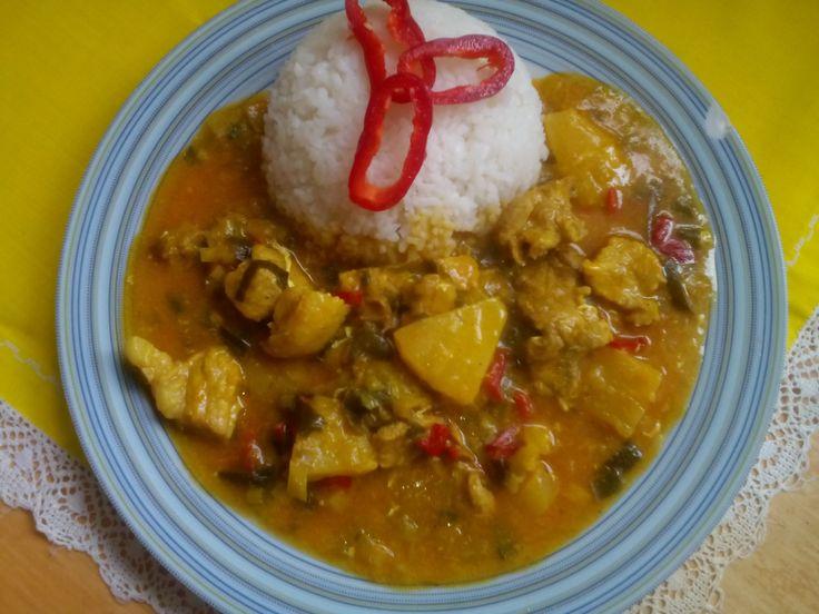 čína s ananasem a rýže