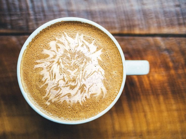 retouching di una tazza di cappuccino