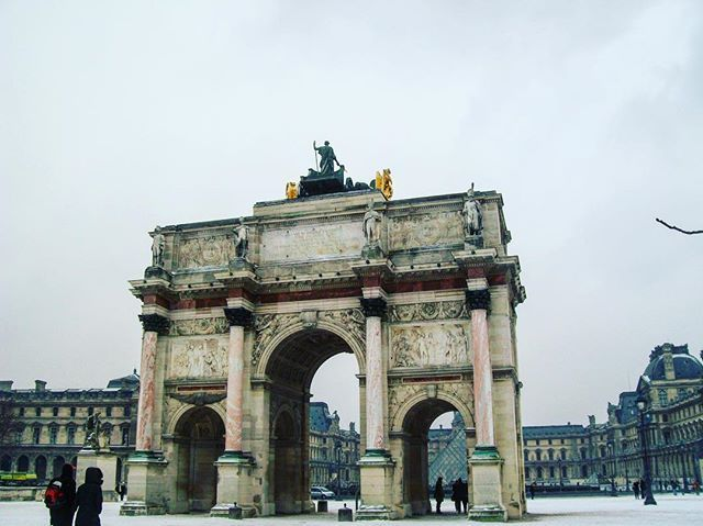 """Parigi non ha bisogno di sole per splendere 😍 #paris #romantic #france #europa #beautifuldestinations #beautiful #instagood #instagram #instamoment #instapassport #passionpassport #followme #ilovetravel #ilovemylife #blog #bloggeritalia #travel #travelblogger #love"" by @iviaggidiedoardo (Travel Blog  ❤️👪🐶✈️🗺🏝). #turismo #instalife #ilove #madeinitaly #italytravel #tour #passportready #instavacation #natgeotravel #mytinyatlas #traveldeeper #travelawesome #travelstoke #travelwriter…"