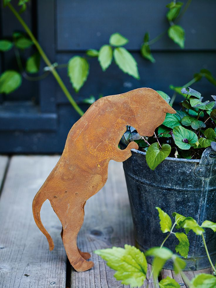 Cats are known for their curiosity and this lightweight, rusted metal feline is no exception. A fun addition to indoors or out, simply prop him up against a flower pot. This little cat will rust further if left outside, enhancing the appearance and adding to his charm.