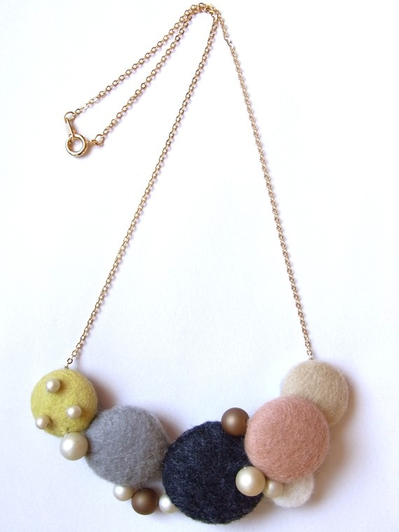 Homako Felt buttons necklace