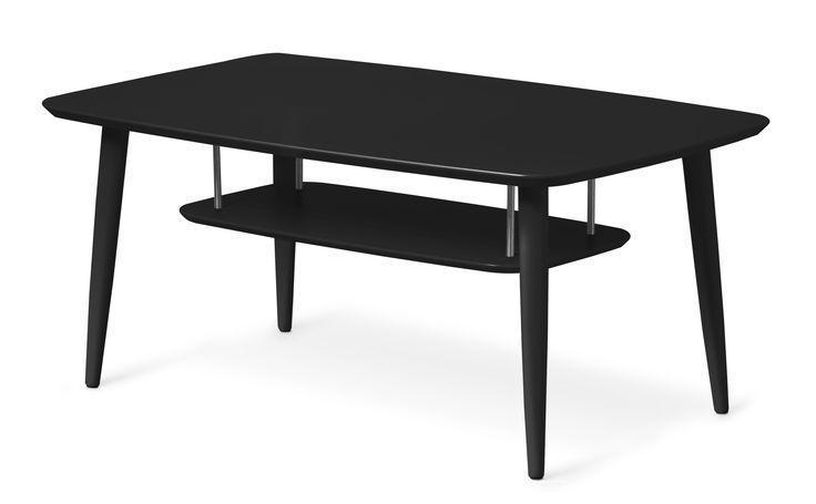 Louise är ett svensktillverkat stilfullt soffbord med genomtänkt design och hög kvalitet. Den nätta utformningen med rundade hörn och lätt utställda ben ger bordet en avslappnad känsla. Soffbordet har en smart hylla som rymmer både tidningar och fjärrkontroller. Louise finns i tre olika former vilket gör att du kan få ett soffbord som passar till just ditt rum och din soffa. Den lackade ytan på Louise är lätt att hålla ren och snygg, torka bara av bordet med en trasa vid behov.