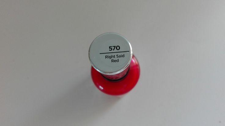 CHVILKA NA NEHTY   SALLY HANSEN - RIGHT SAID RED      Zřejmě neexistuje klasičtější barva na nehty, než je právě červená. Faktem ovšem je, ...
