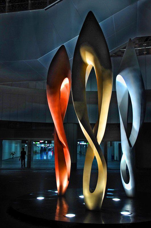 современные абстрактные скульптуры для входной группы