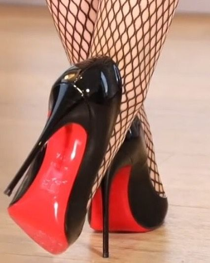 O M G So Kate and fishnets! ❤️❤️❤️ #Louboutin #LoubiLove #LouBouQueen #LouboutinShoes #LouboutinWorld #HighHeels #Heels #Stilettos #Shoes #ShoeGame