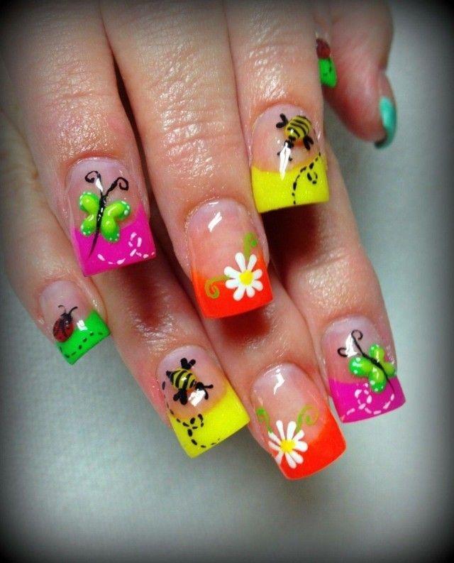 ongles en gel à motifs printaniers multicolores