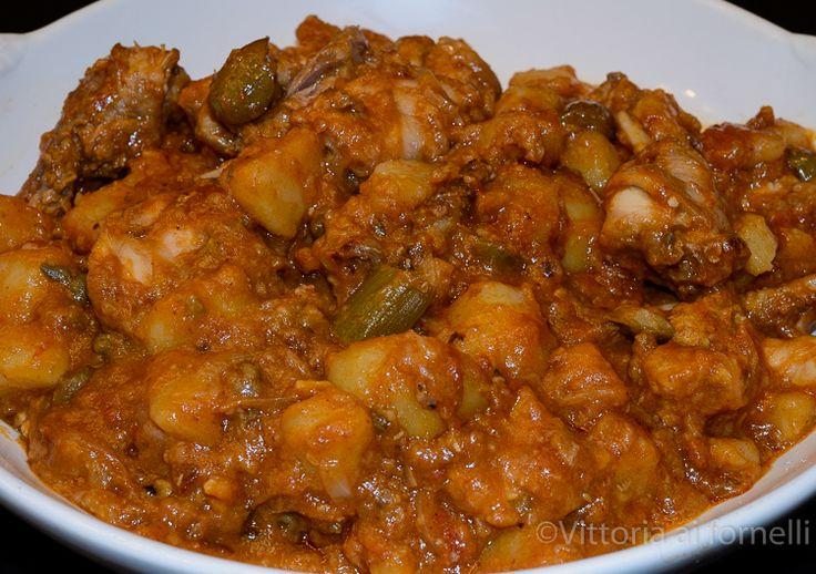 Il coniglio alla portoghese (conigghiu a' portuisa) è un'antica e gustosissima ricetta della tradizione gastronomica siciliana.