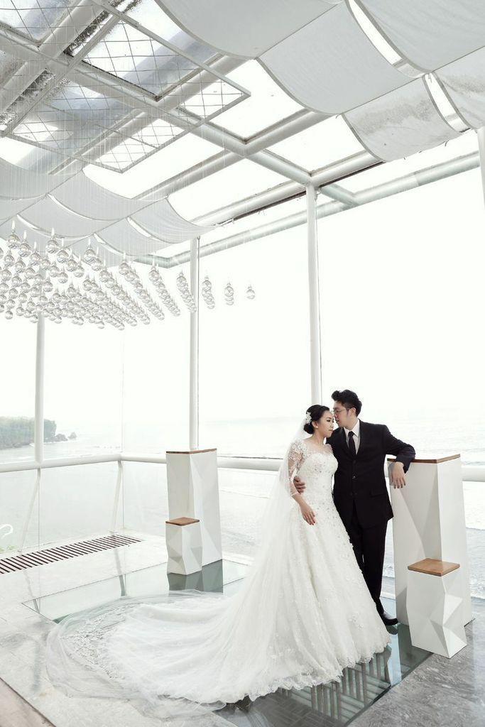 Wedding Dress by Oscar Daniel