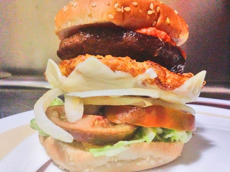 Hamburguesa Casera de Ternera Marinada con Salsa Barbacoa