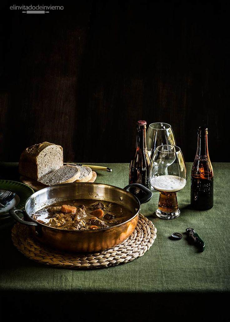 Receta belga de estofado de carne con cerveza o carbonade flamande, con cebolla, mostaza y tomillo. Con fotografías paso a paso