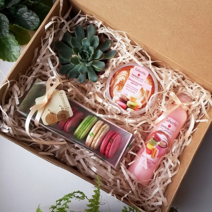 Gift box for lady. Macaroons. #giftbox