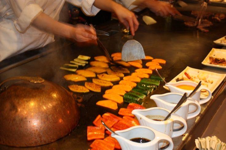 Cooking on the teppanyaki table
