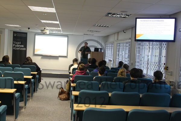 One of the bigger lecture rooms, equipped with monitors throughout the room, a teaching platform, speakers throughout the room also to hear the lecturer talk through the microphone!  #lectureroom #learningenvironment #microphone #teachingplatform #monitor #students #lecturer #smu #smambassador #Rach