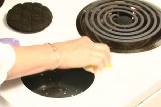 How to Remove Stains on a White Gas Stovetop without Scratching | eHow