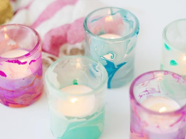 This simple technique using water and nail polish will transform basic candleholders into marbled showpieces for your summer table.Candles Decor, Nail Polish, Design Summer, Polish Marbles, Nails Polish, Marbles Votive, Crafts, Diy Dorm Room, Create Marbles