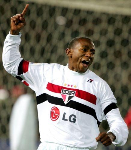 Mundial de 2005 - Mineiro comemorando o gol de #SPFC x Liverpool