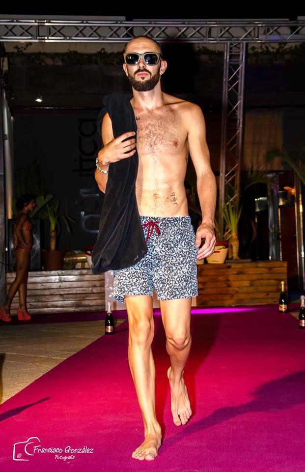 Gafas se sol Soniapew de madera de bambú, ecológicas y ligeras, con lentes polarizados-espejados, personalizadas en exclusiva para el evento Almeria Fashion Week 2015, candidat@s Miss &Mister Expresion ( pasarela moda baño)