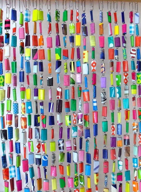 Fly curtain made of paperclips plastic bags recycle for Paper curtains diy