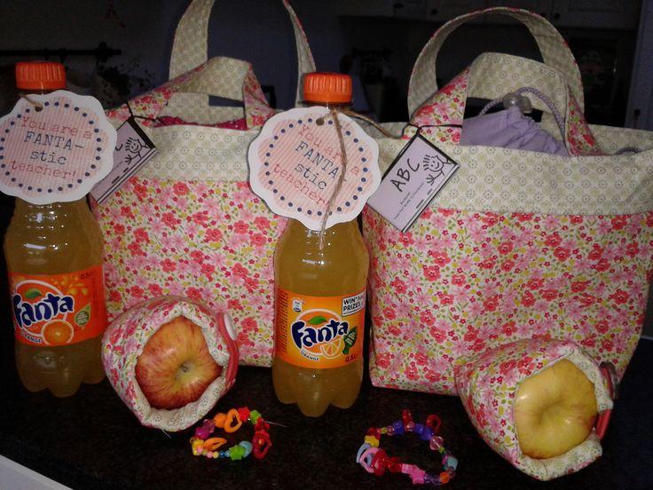 Juffencadeautje http://hildeathome.blogspot.be/2013/05/het-appelzakje-de-handleiding.html http://ayumills.blogspot.be/2010/08/tutorial-lunch-bag.html