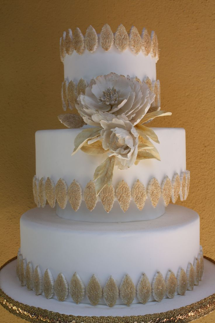WHITE AND GOL PEONY - SPECIAL PEONY WEDDING CAKE