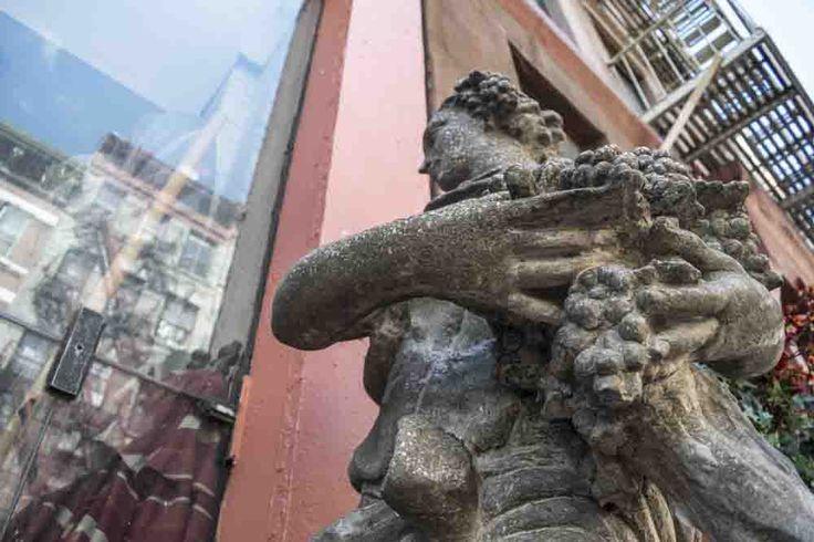 Piccola Italia Statua di donna con il grano, Ceres