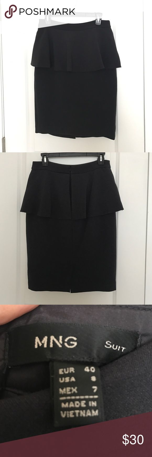 Beautifully made Mango skirt perfect for work! This navy skirt is very feminine and looks amazing for work. Not your everyday pencil skirt. It will get you lots of compliments! Perfect condition worn a couple of times Mango Skirts Pencil