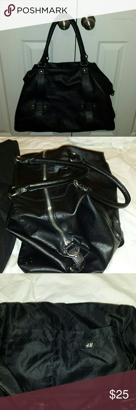 H&M black men's overnight bag or BIG BLACK PURSE H&M black men's overnight bag  Used as a BIG BLACK EVERY DAY PURSE  Used Don't have the side strap that came with it anymore Didn't originally come with hard bottom but may be able to add 6/10 condition   1 of the 4 bottom prongs missing  (pictured in 4th photo)  Make me an offer H&M Bags