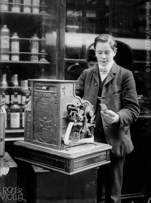 Caisse enregistreuse. Paris, 1908.