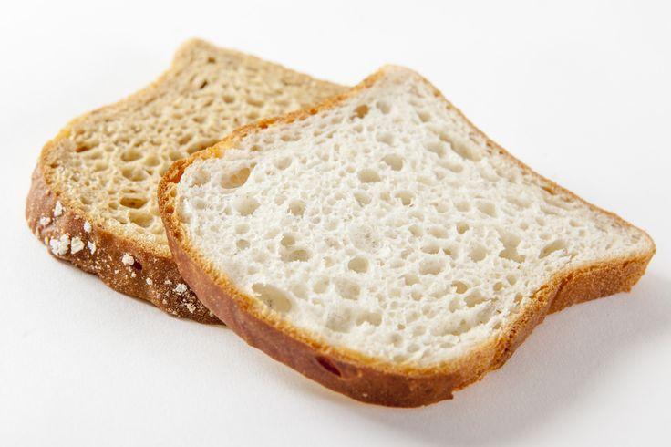 Una rebanada del nuevo pan fresco blanco + una rebanada estilo rústico + tus ingredientes favoritos = #CenaGenius