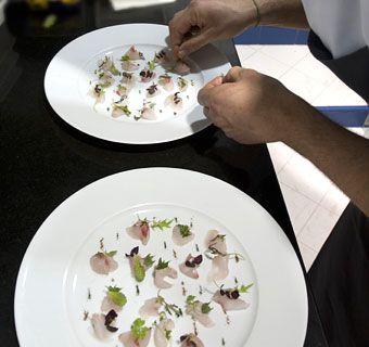 Cucina creativa di Enrico Crippa, cher con 3 stelle Michelin   Ristorante Piazza Duomo Alba