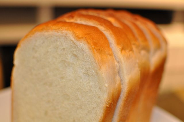 朝食でパンを食べる事が、人間の脳と体を狂わせる。 問題は「どんな小麦を食べるか」であって全てのパンに該当する話でなないのですが…
