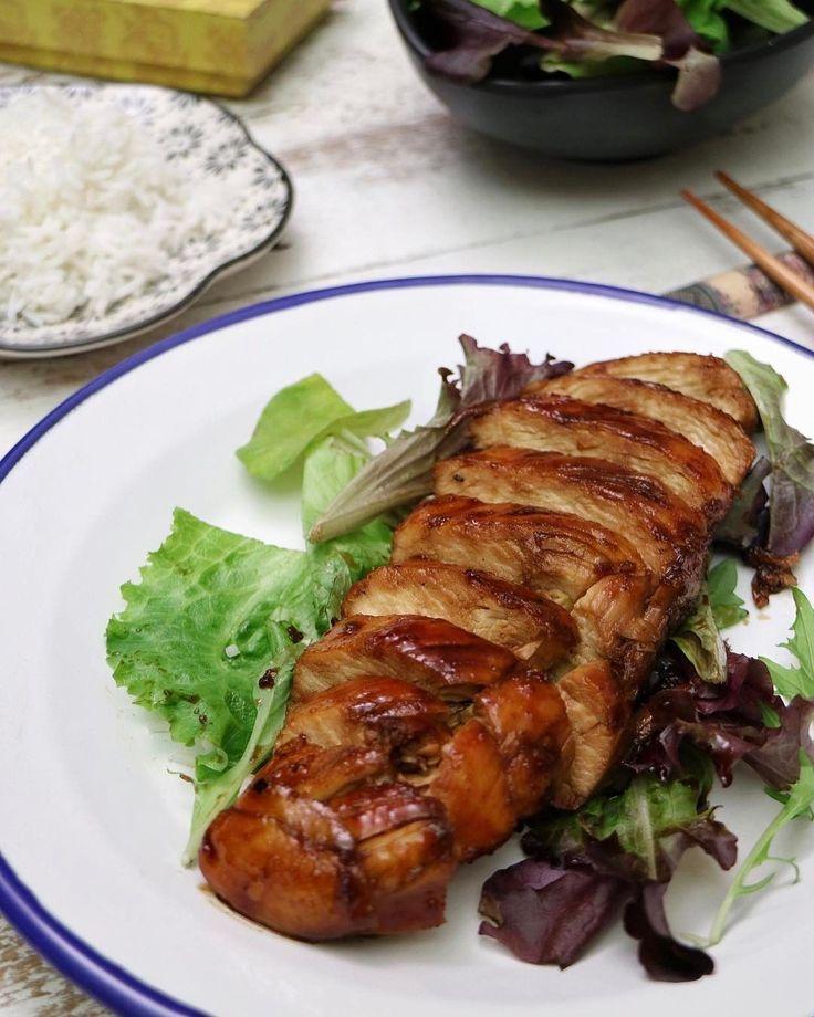 Hoy os tragio una receta de pollo a la japonesa. Fácil y rápida de hacer, rica y con una salsa de escándalo. Si no encontráis el sake y el mirin, podéis simplificar la salsa teriyaki mezclando únicame