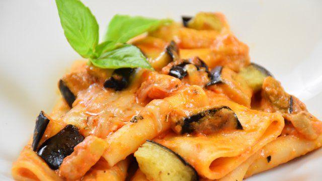 Le orecchiette curcuma e zucchine sono un primo piatto realizzato con pochi e semplici ingredienti che darà vita però ad un vero tripudio di sapori. Ecco la ricetta