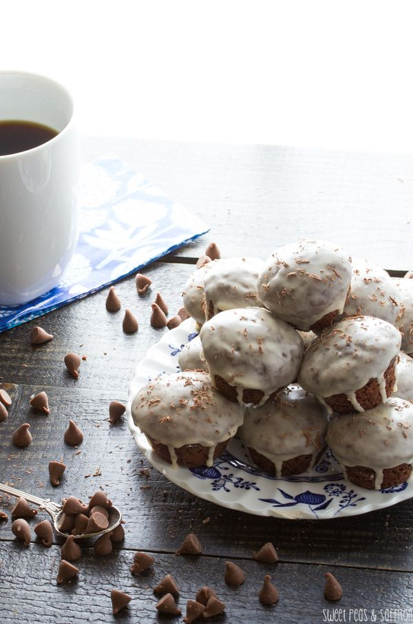 Glazed Mocha Donut Holes | sweetpeasandsaffron.com  Maybe try these in the owl forms? No mini-muffin tins