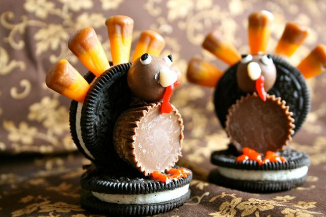 Oreo Turkeys are an Adorable Thanksgiving Decoration - Foodista.com