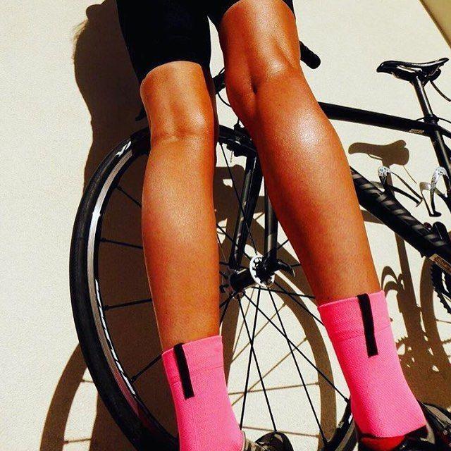 bringing you the daily legs | socks | sun courtesy of  @dani.vonn  #sockdoping