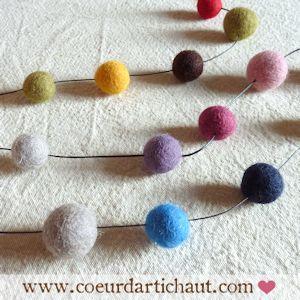 guirlande de perles en laine feutrée, technique étape par étape