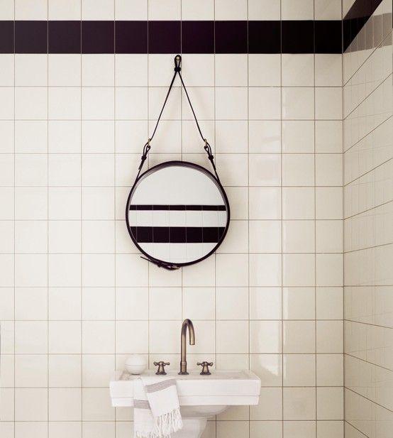 Badeværelse / Flere hvide fliser...