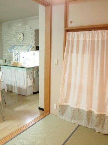 押入れをおしゃれに活用!カーテンの取り付け方から活用法まで大紹介 ... 切り替えカーテンで女性らしさを出す