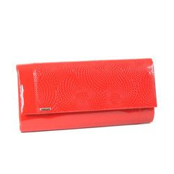 Duża czerwona lakierowana torebka kopertówka z wzorem węża