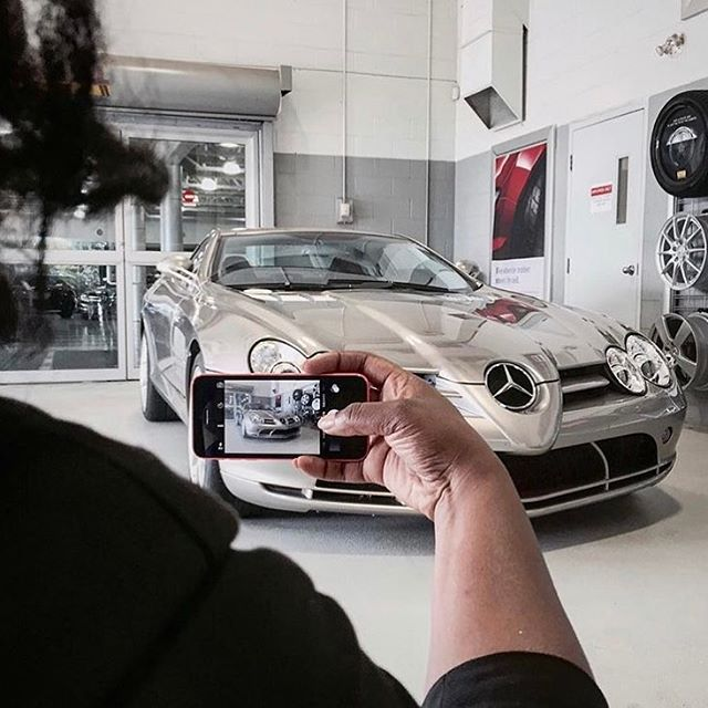 Paparazzi capturing the beauty of a high profile star ⭐️, the SLR McLaren.  #tbt #throwbackthursday #slr #paparazzi #highprofile #mclaren #kompressor #star