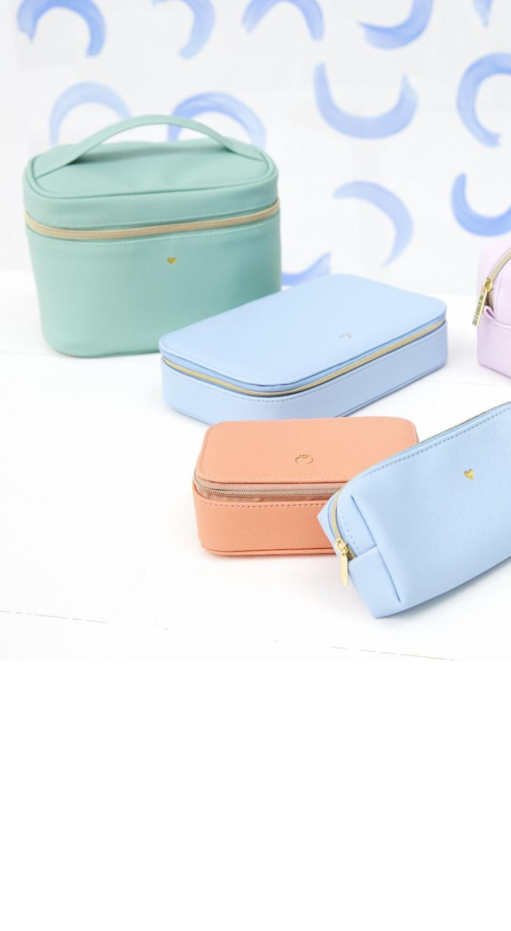 Planning a short break? The Amelia Duck Egg Vanity Case will give your new organisation goals.
