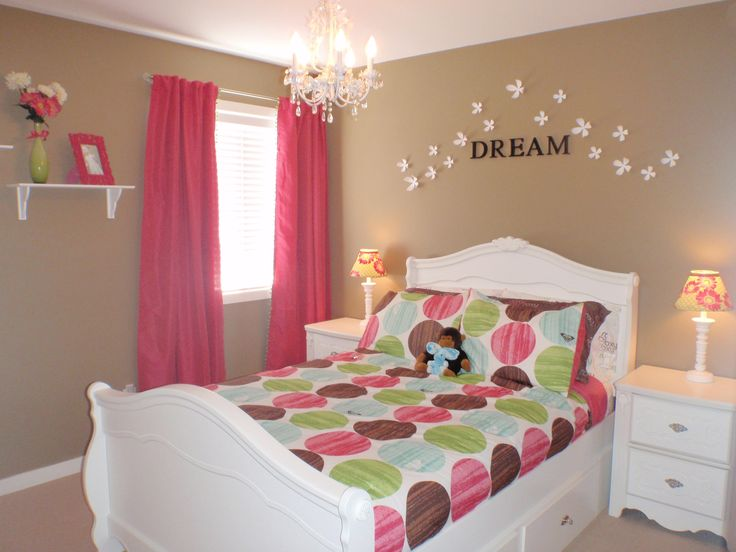 I like the idea of cream walls with pops of color...Hot Pink and Lime Green Toddler Girls Room
