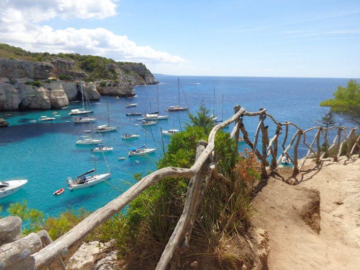 ¡Levante la mano quien quiere ir a la #PLAYA! Y una de las que más me han gustado está en #Menorca, isla española donde tuve la suerte de vivir y trabajar durante dos meses.   ¿La conocen? No se la pierdan! ➡