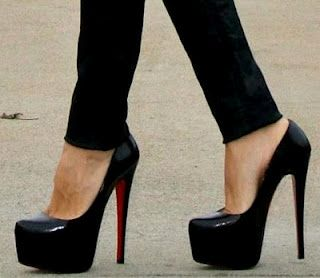 10 things you should have in your wardrobeKillers Heels, Style, Highheels, Inspiration Pictures, Black Shoes, Fashion Blog, Black Heels, Christian Louboutin, High Heels