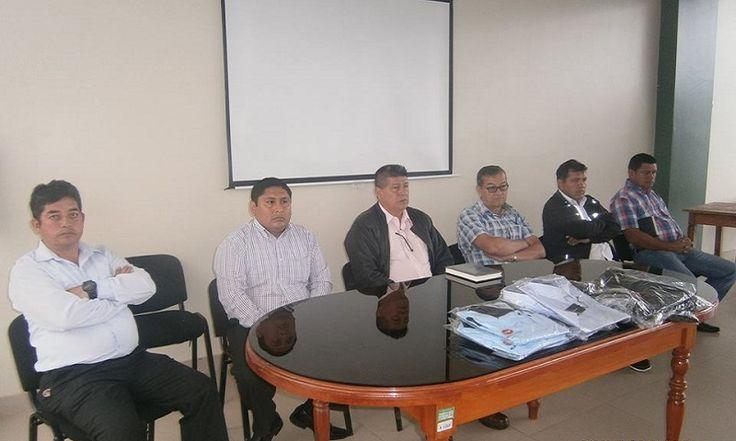 ALCALDE PROVINCIAL MANUEL TORRES CASTILLO HIZO ENTREGA DE UNIFORMES INSTITUCIONALES A TRABAJADORES OBREROS DE LA MPSI Y PRESENTÓ A NUEVO GERENTE MUNICIPAL