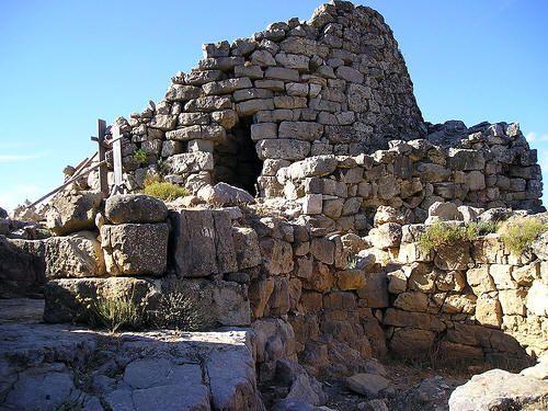 Ogliastra, comune di Seui. Ingresso del Nuraghe Ardasai